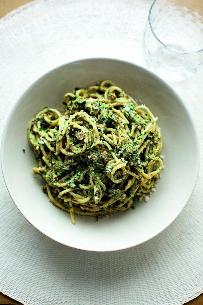 Spaghetti With Walnut Amp Pecorino Pesto Ainsley Harriott